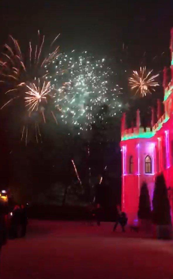 Bild aus einem Feuerwerk am Feuerwerk am Dormero Schlosshotel Reichenschwand