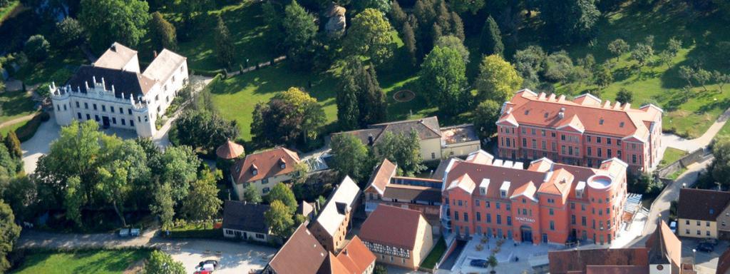 Luftbild des Dormero Schlosshotel Reichenschwand Feuerwerk am Schloss